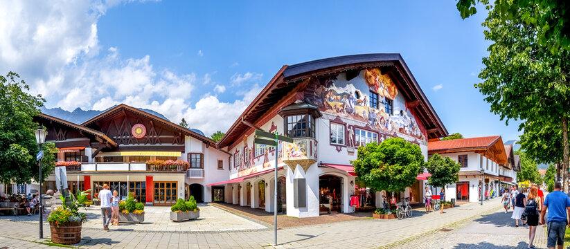 Spielbank und Fussgängerzone, Garmisch-Partenkirchen, Bayern, Deutschland