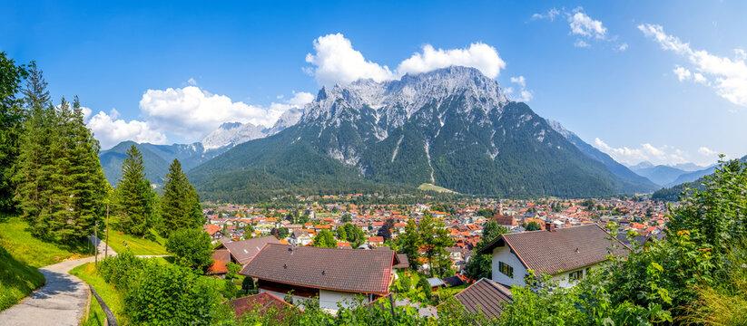 Ausblick über Mittenwald, Karwendel, Bayern, Deutschland