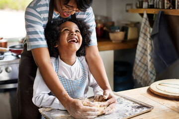 Obraz Young boy learning to bake with his mother - fototapety do salonu