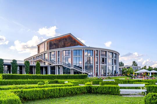 Festspielhaus und Forggensee, Füssen, Bayern, Deutschland